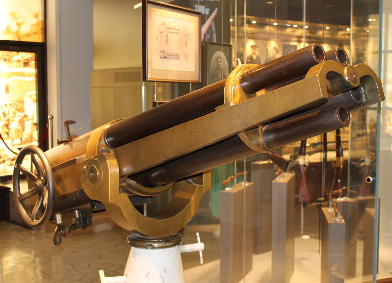 47-мм 5-ствольная морская пушка Гочкиса в тульском музее оружия